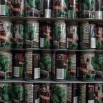 Les canettes de la Fistmas, bière de Noël, en attente